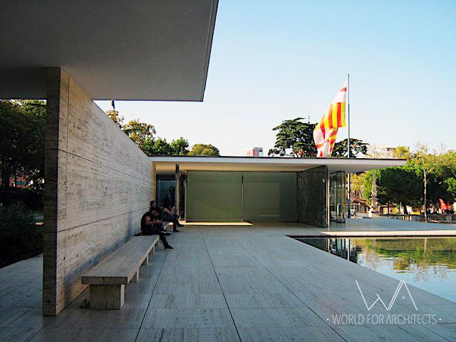 Barcelona Pavilion © Cristina Wong